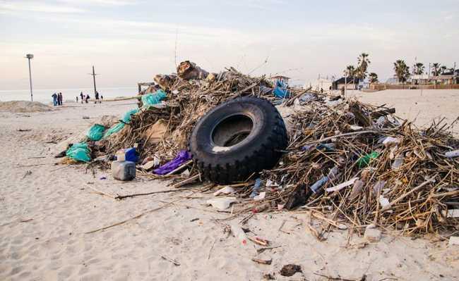 Lixo plástico nas praias brasileiras