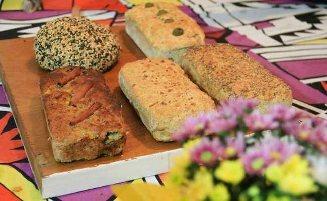 b9e6dd415 Aprenda a fazer bolo de cenoura, torta de vegetais, pão de grãos, bolo de  chocolate, pão de forma e conheça substituições para a farinha de trigo com  glúten
