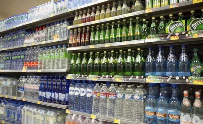 Garrafas de água no mercado: segurança ou mais microplástico?