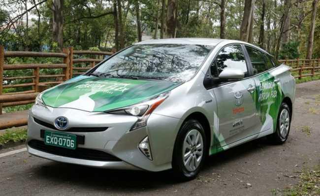 Carro hídrido movido a etanol da Toyota