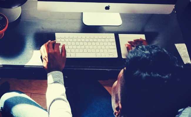 Usando computador