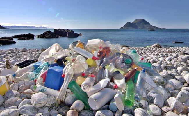 Lixo plástico se acumula nos mares