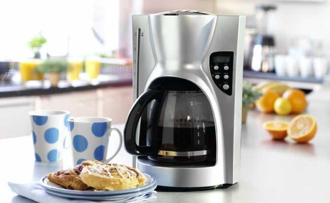 Como fazer café? Na cafeteira é só abastecer e ligar