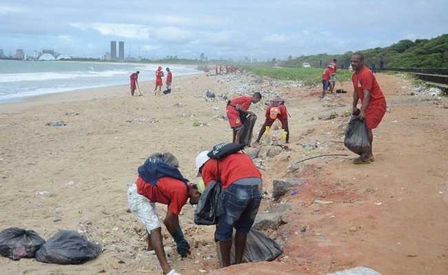 Limpeza em praia