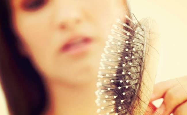 70dffb356 Oito causas da queda de cabelos
