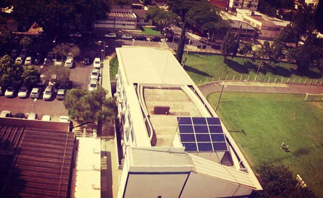 Primeiro sistema fotovoltaico da USP São Carlos foi instalado no Departamento de Engenharia Elétrica e de Computação – Foto: Divulgação/SEL-USP