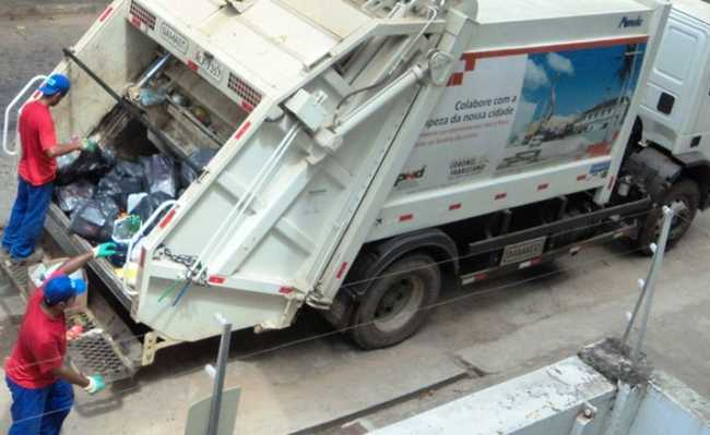 Caminhão de lixo em SP