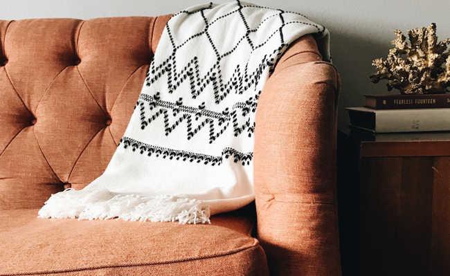 limpeza de sofa com vinagre