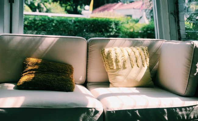 como limpar o sofá com bicarbonato de sódio