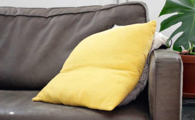 como limpar sofá com bicarbonato de sódio