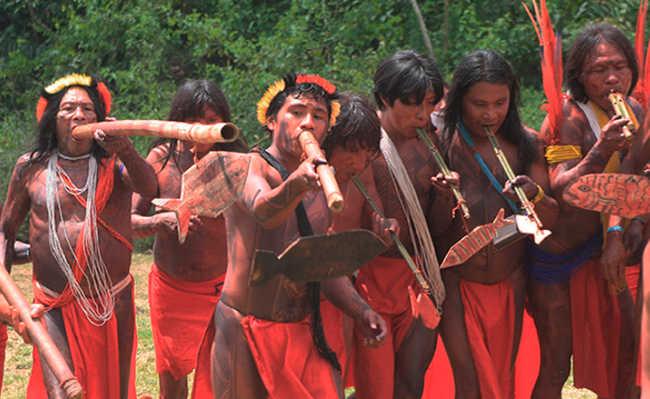 Índios da etnia waiapi