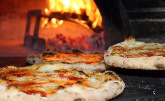 Pizzarias com forno a lenha