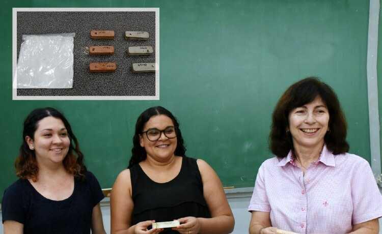 A professora Gladis Camarini e as alunas Sofia Campos e Janaína Domingos de Souza