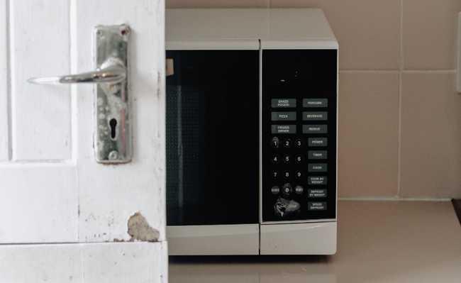 Alumínio no microondas