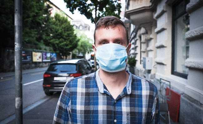 Homem com máscara