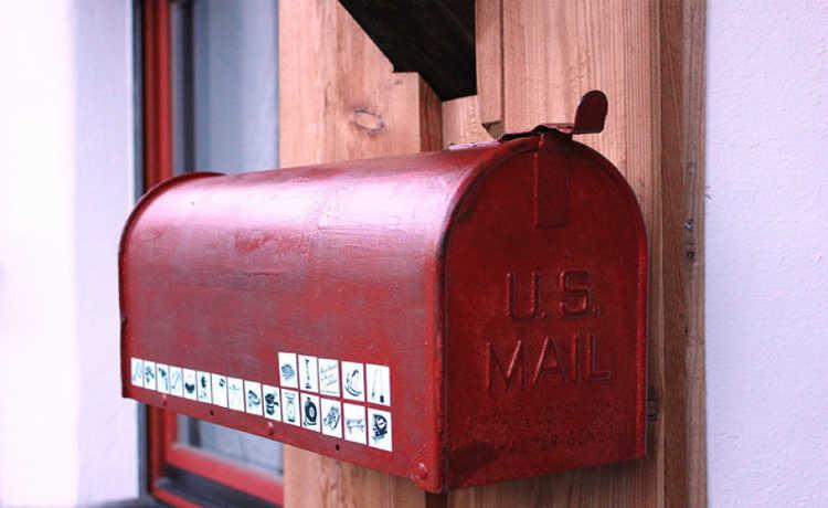 Adesivos em caixas de correio