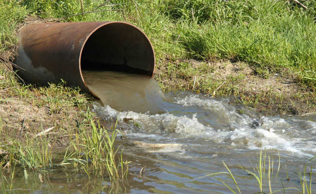 Resultado de imagem para poluição água
