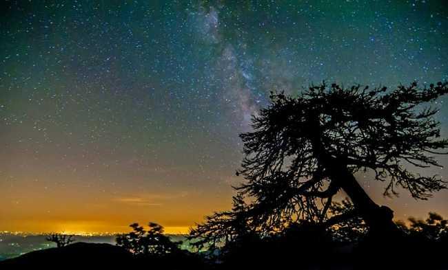 visão das estrelas longe de centros iluminados