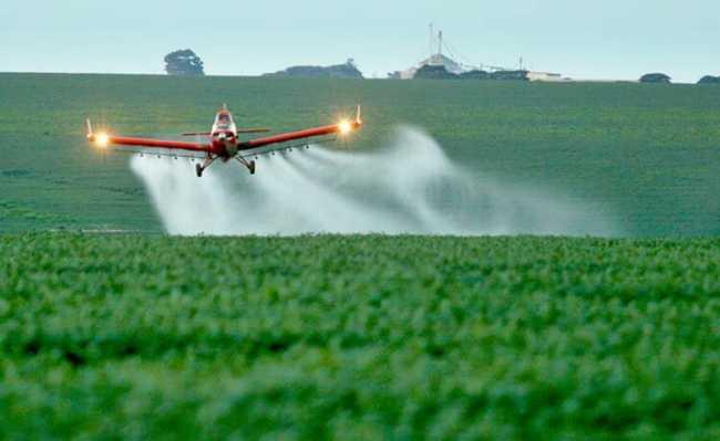 Pulverização de agrotóxicos por avião