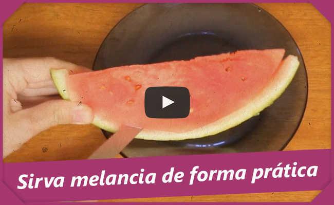 Cortando melancia
