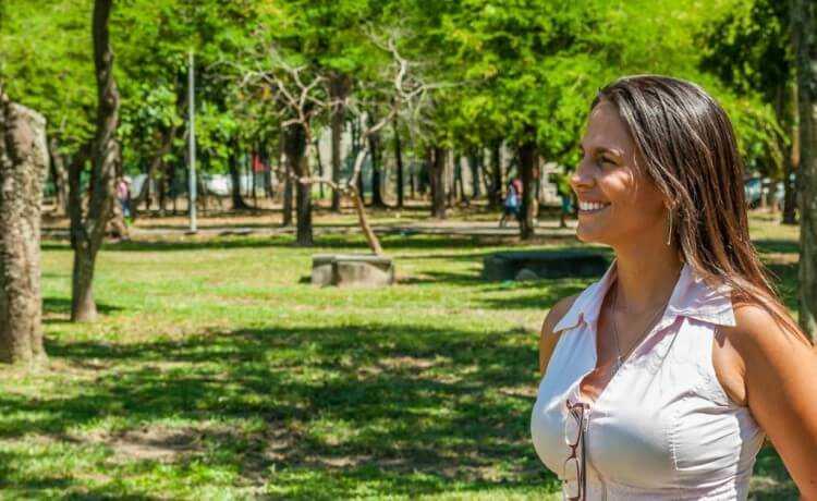 Mulher em parque