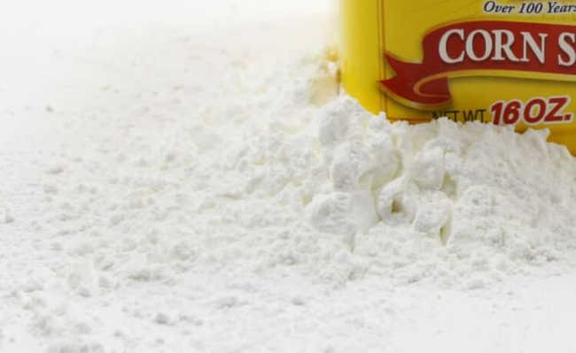 Amido de milho auxilia na remoção de manchas de óleo