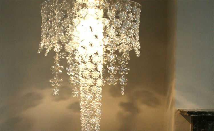 Luminária feita com o fundo de garrafas PET