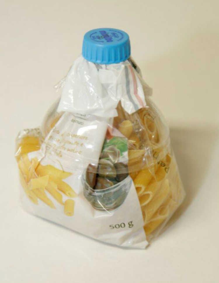Pronto. Você acabou de reutilizar uma garrafa PET para fechar uma embalagem alimentícia