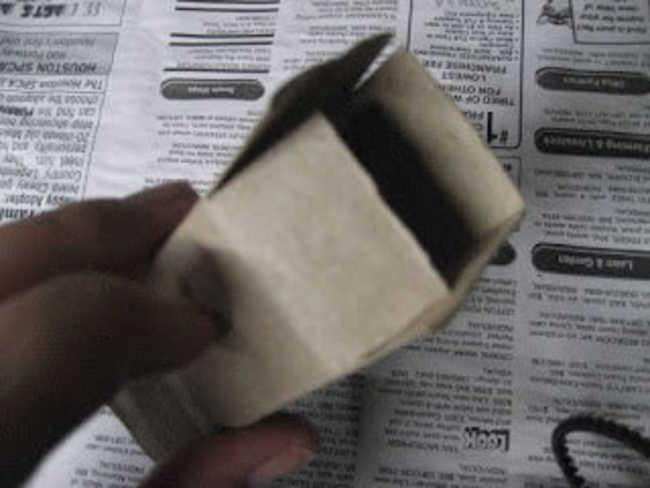 5. Corte, na forma de retalhos, cada canto do quadrado. Vai ficar mais ou menos assim