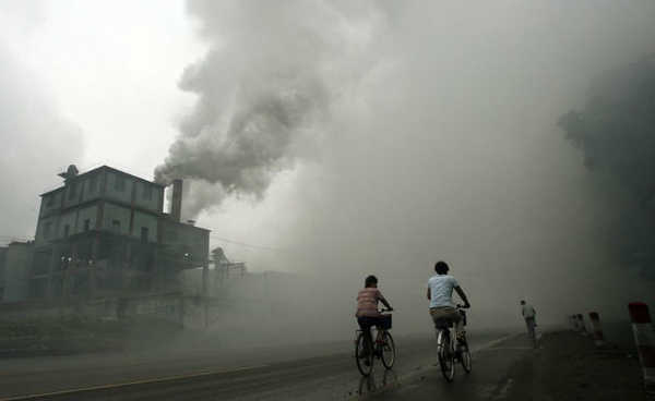 Poluição de fábrica em Yutian, 100km de Pequim