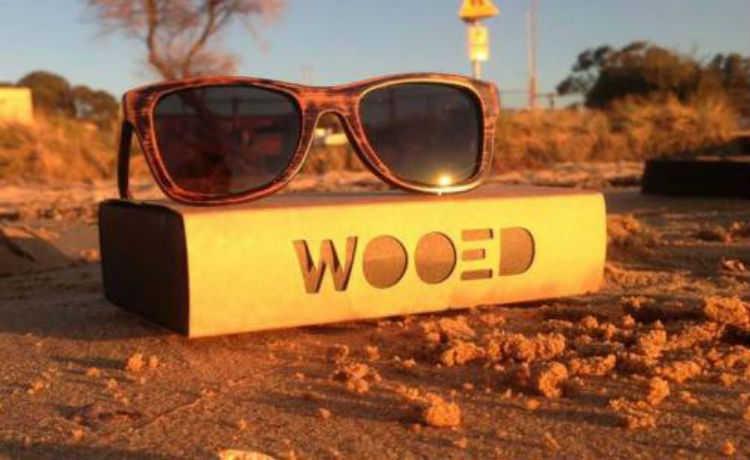 Óculos ecológicos feitos de madeira