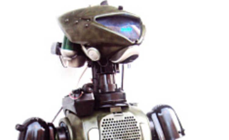 Artista Plástico Constrói Robô Com Material Reciclado
