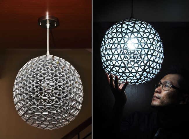 Luminária feita com dobraduras de caixa de leite