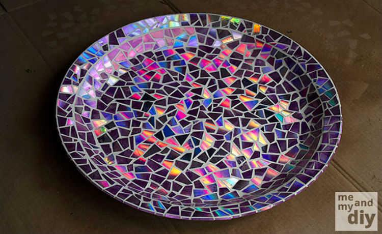 Antigos CD's que transformam pratos em mosaico