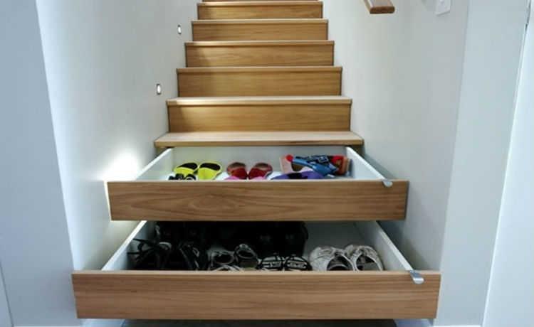 Instale uma escada que serve de gaveta