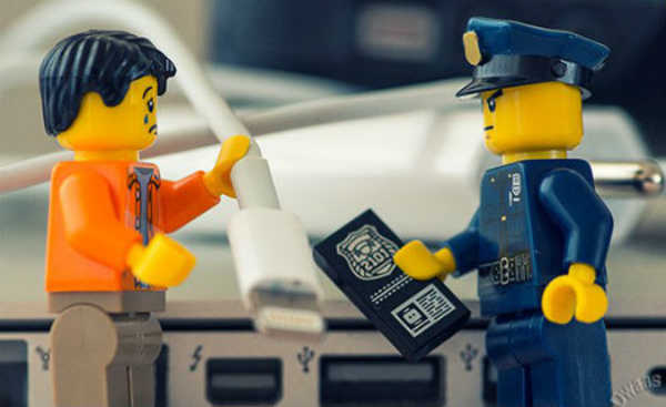 Organize os cabos de aparelhos eletrônicos usando Lego