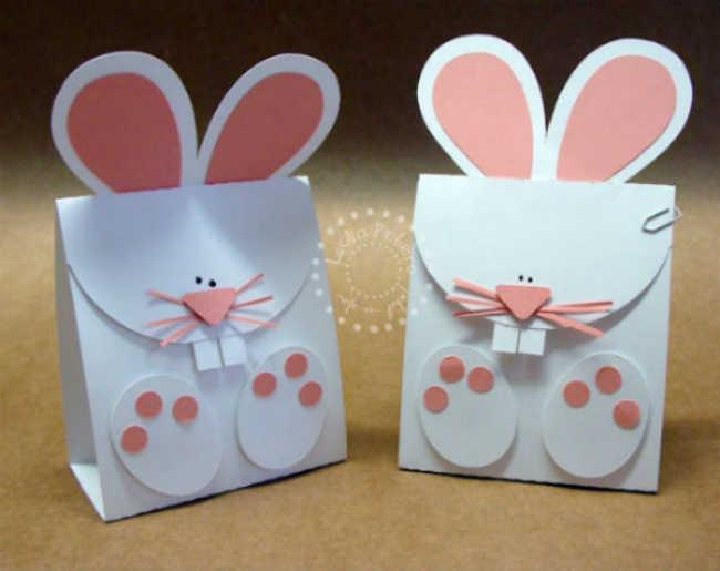 Coelhos feitos de papel