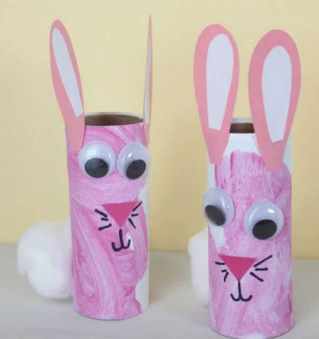 Coelho feito com rolinhos de papel higiênico