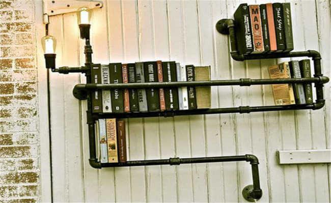 Prateleira de livros encanada