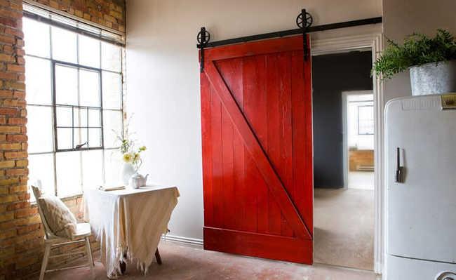 Fa a voc mesmo porta r stica de correr a partir de paletes for Como reciclar puertas de madera
