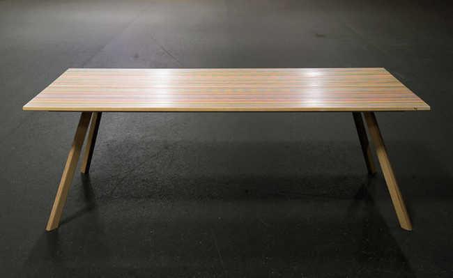 Mesas feita de skates quebrados