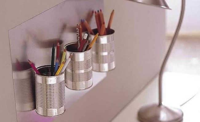 Latas de metal se transformam em úteis porta-lápis