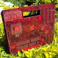 Bolsa feita com placa-mãe de computador