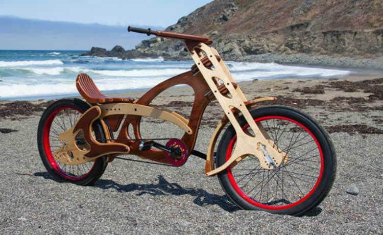 Bicicleta feita de madeira