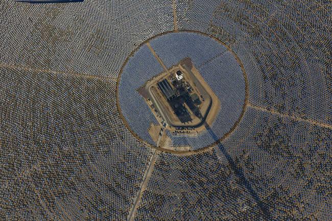 Complexo solar possui 173,5 mil espelhos refletores