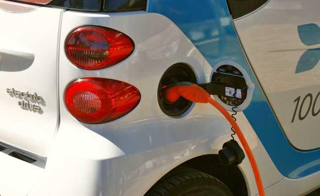 Carregando carro elétrico