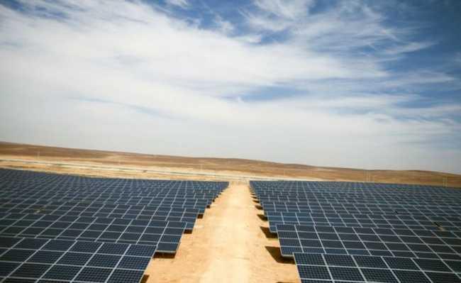 Energia solar em campo de refugiados na Jordânia