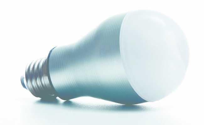 Lâmpada LED, que reduz consumo de energia e é recilável