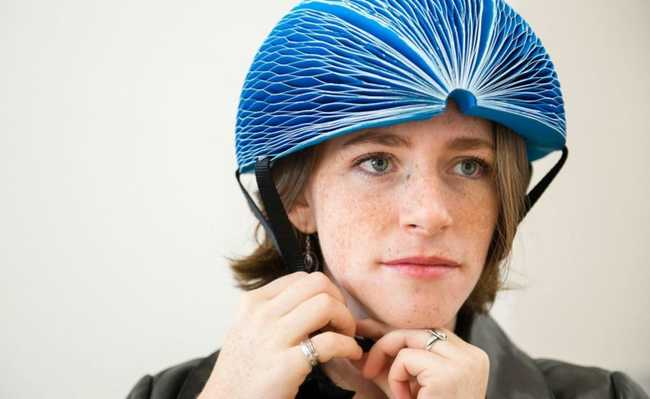 Colocando o capacete EcoHelmet