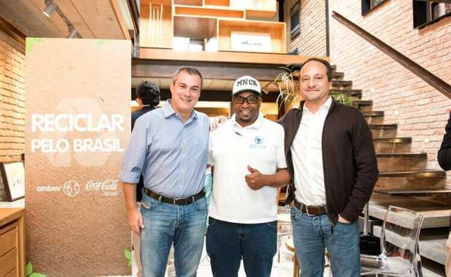 Pedro Mariani, vice-presidente de Relações Corporativas e Jurídico da Ambev, Roberto Laureano, presidente da Associação Nacional dos Catadores e Catadoras de Matérias Recicláveis (Ancat) e Pedro Rios, vice-presidente de Relações Corporativas da Coca-Cola Brasil.